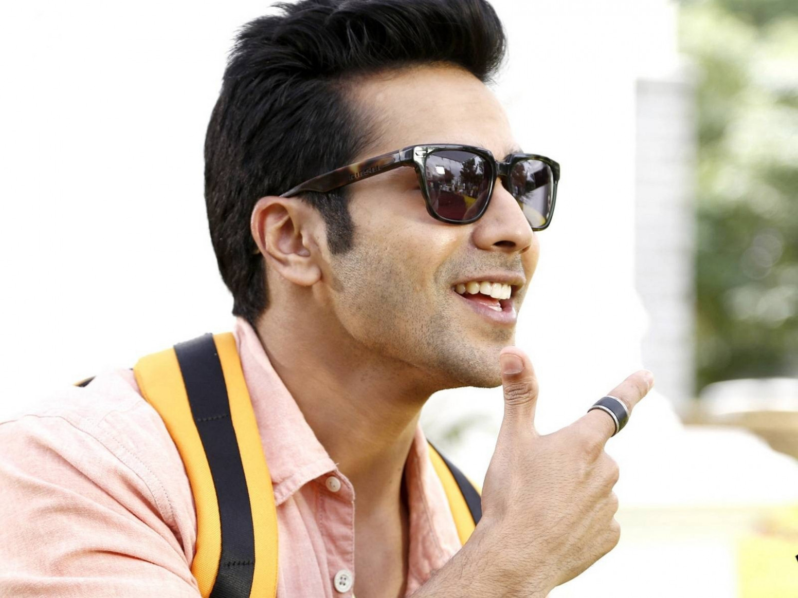 Varun Dhawan Bollywood Actors HD Wallpapers