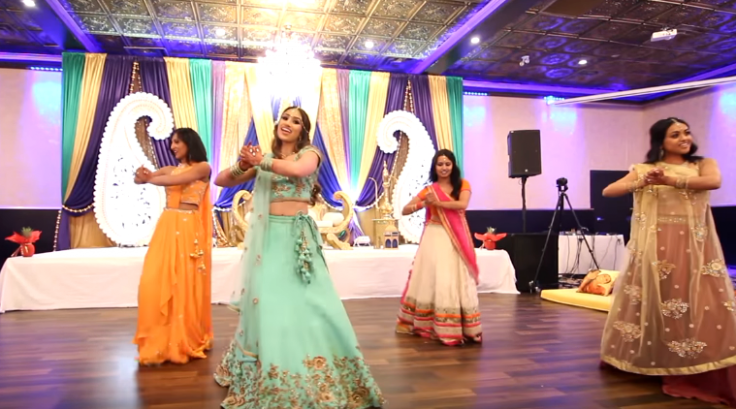 VIDEO: This bride's sangeet performance on Bollywood songs ...