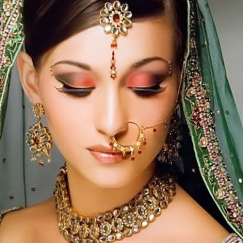 Video Tutorial: BOLLYWOOD BRIDAL MAKEUP – Saloni Health ...