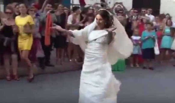 Video: Watch Italian bride dancing to Salman Khan song on ...