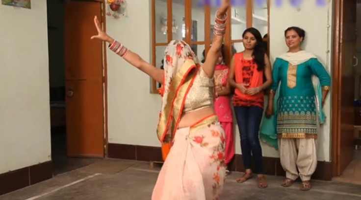 WATCH: This newly-wed bride in a ghunghat dancing is ...