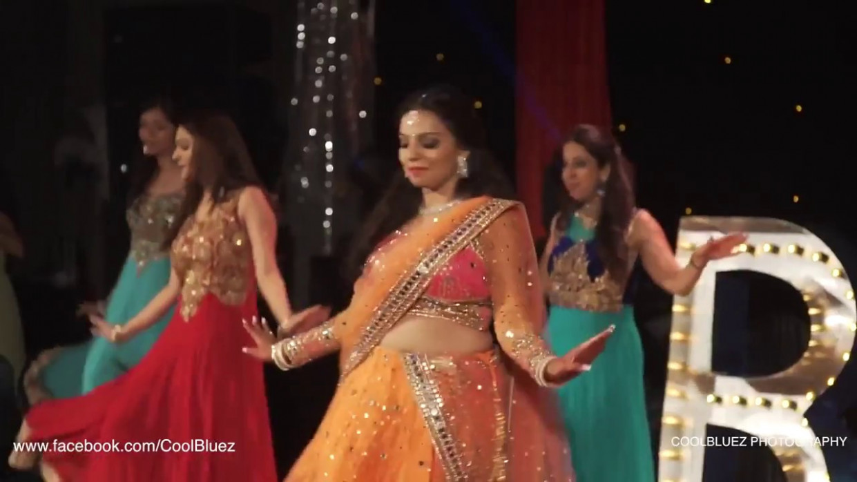 Wedding Dance Bride Dance performance Dance on the ...