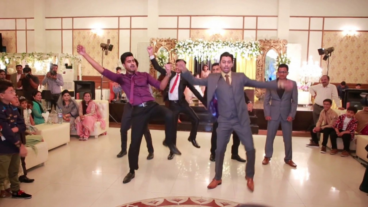 Wedding Dance Performance on SRK songs - Indian Bollywood ...