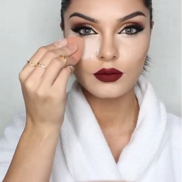 What is Sandbagging Makeup Technique?