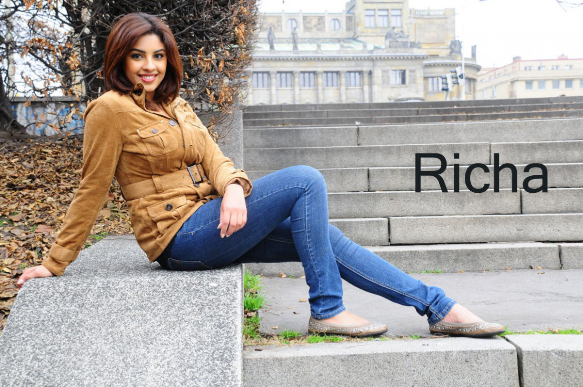 Most popular tollywood actress richa gangopadhyay in jeans ...