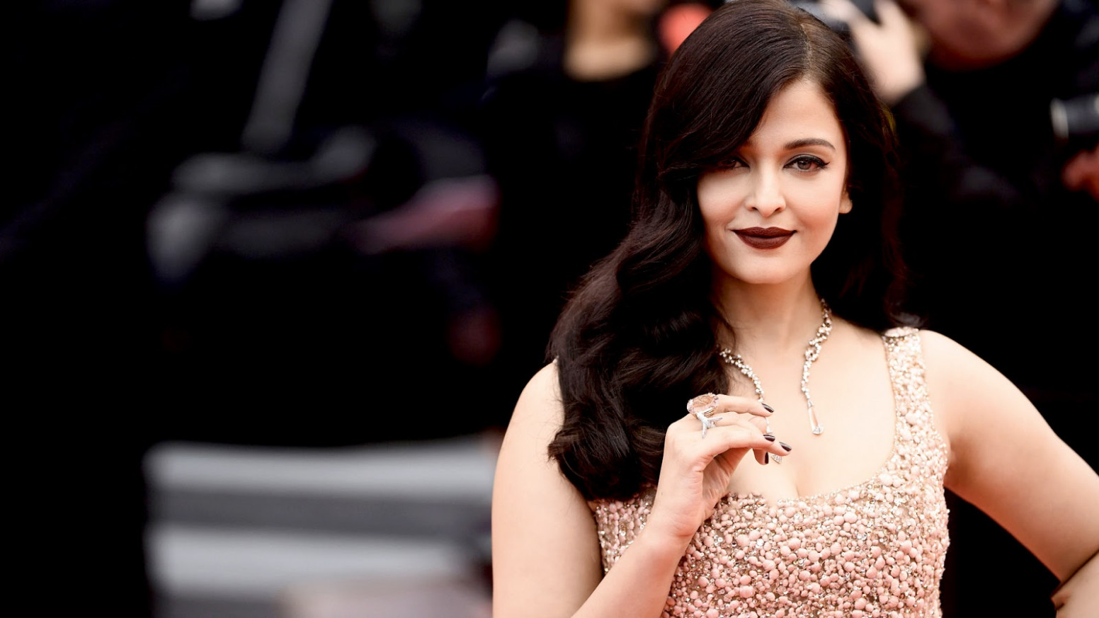 Aishwarya Rai Bachchan Wallpapers HD Download Free 1080p ...
