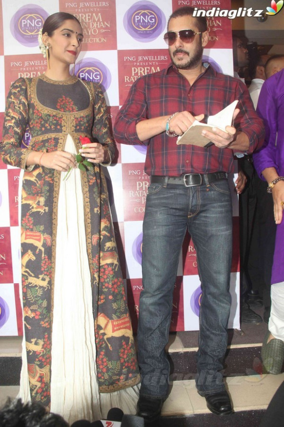 Events - Salman Khan, Sonam Kapoor Launch PNJ Gadgil New ...