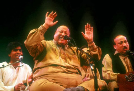Tumhe Dillagi Bhool Lyrics - Ustad Nusrat Fateh Ali Khan ...