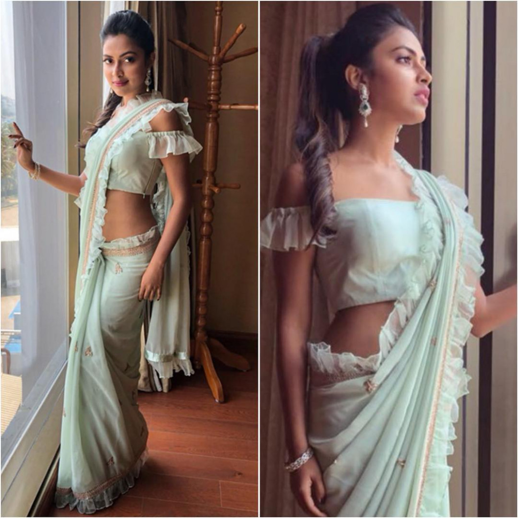 18 Modern Saree Blouse Designs & Ideas For Stylish Look