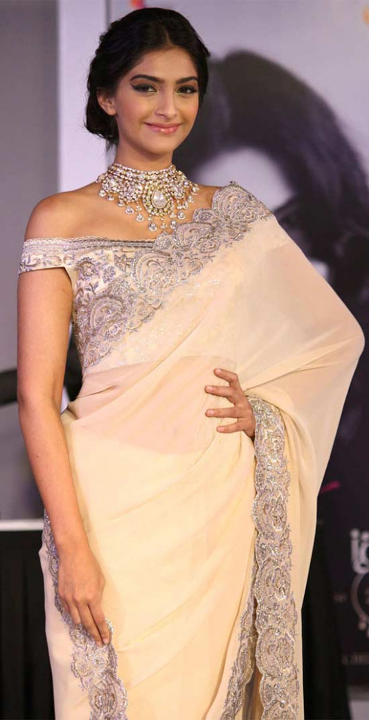 20 Awesome Pics of Sonam Kapoor in Saree - Beauty Epic