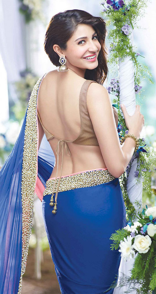 20 Gorgeous Pics of Anushka Sharma in Saree