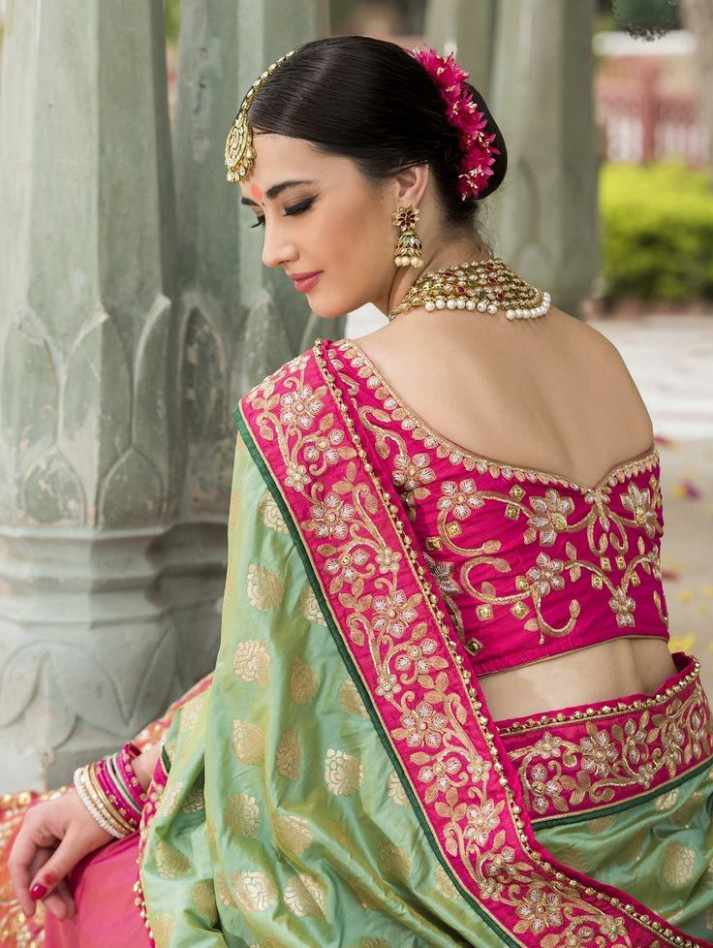 Épinglé par JJ Collections sur Designer Wedding Sarees