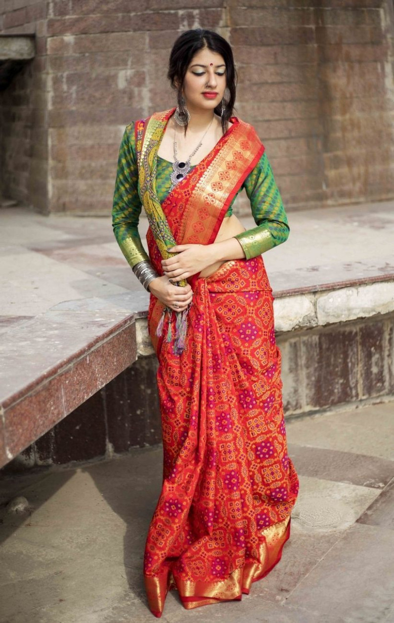 6 Classic & Stunning Gujarati Saree Options for Your