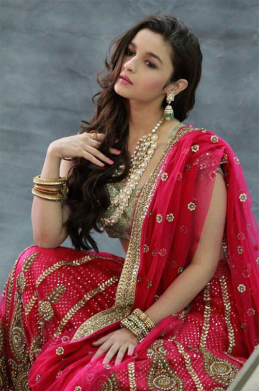 7 Graceful Pics of Alia Bhatt In Saree