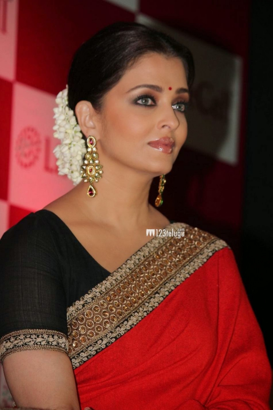Aishwarya Rai Hot and Sexy in Red Saree Unseen Pics  Hot