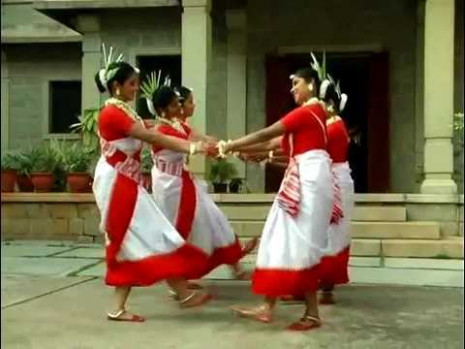 An Indian Tribal Dance - YouTube