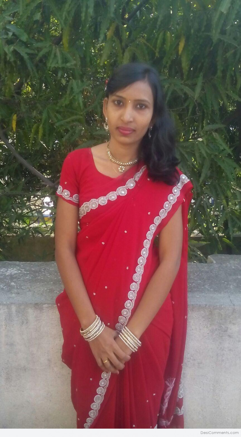 Beautiful Girl In Saree - DesiComments.com