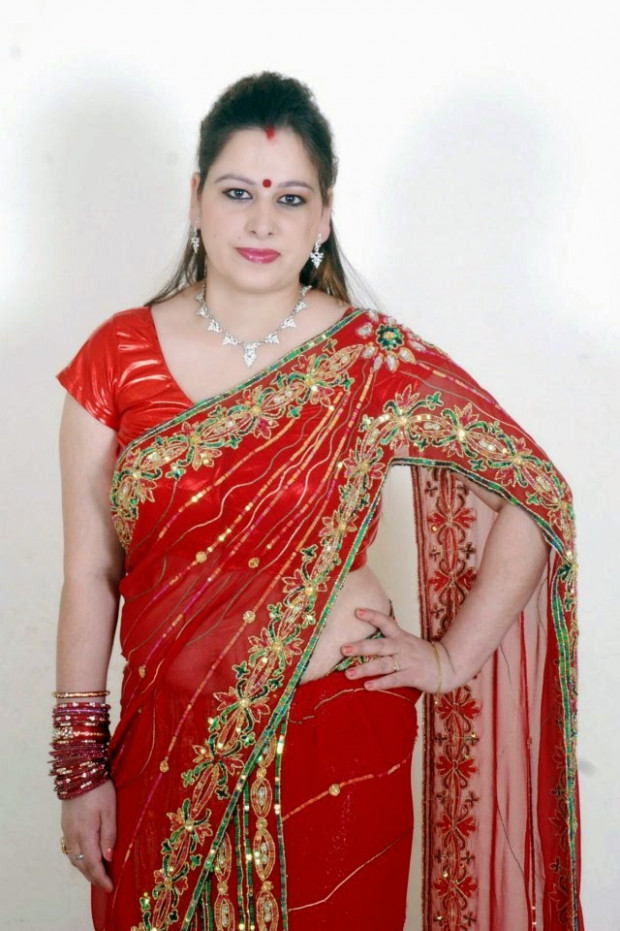 Beautiful Nepali Model Photo shoot In Saree - Photowala Blog