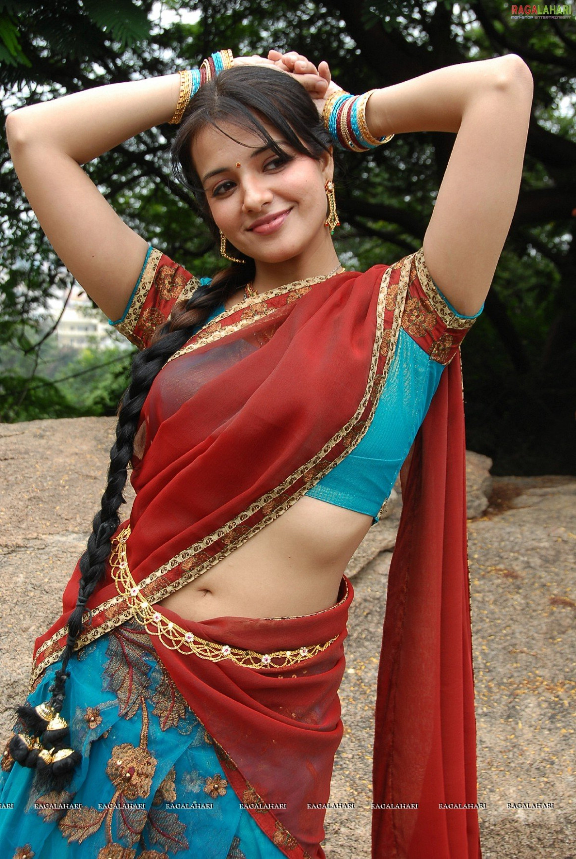 Cute Navel N Low Waist Saree - Page 21 - Xossip