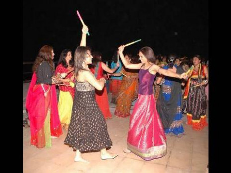 Dandiya Dance - Traditional Folk Dance - Dandiya Dance