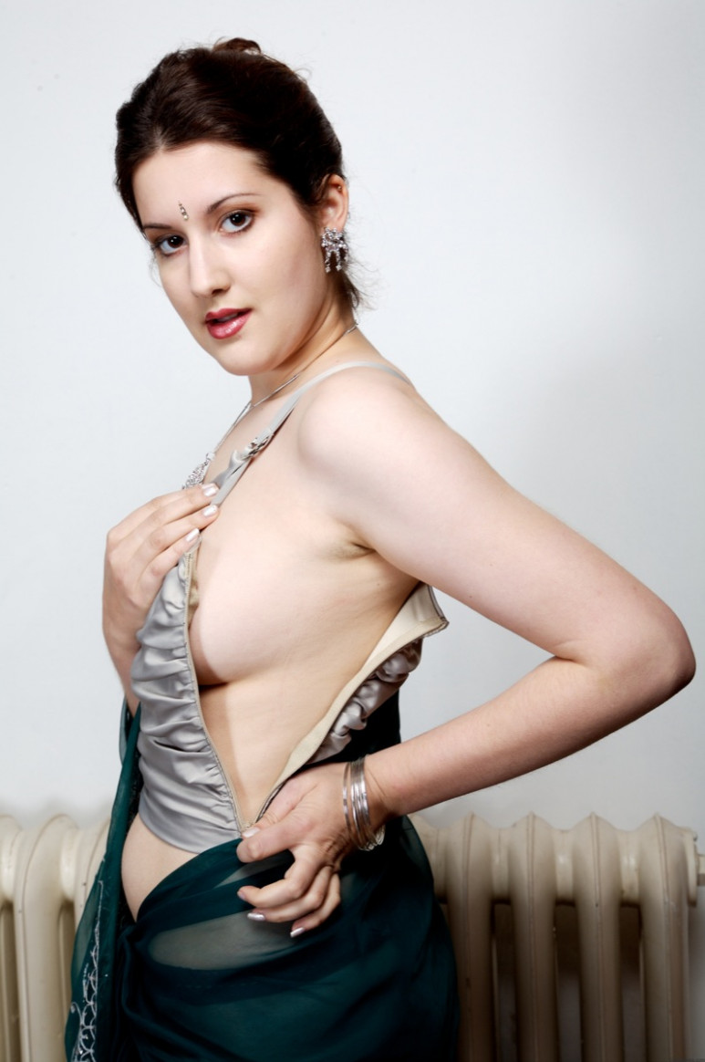 DESI TOLLYWOOD: Hot Ancient Indian girl Slowly Removing