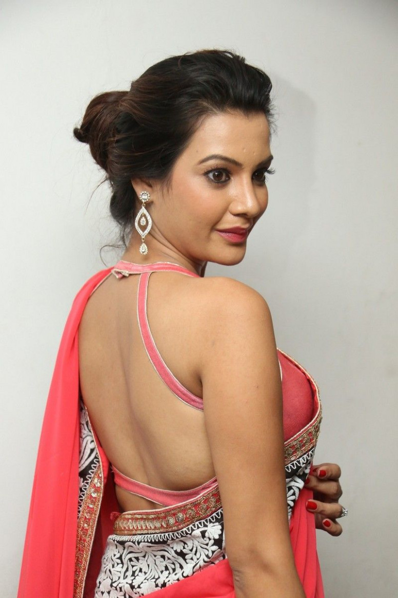 Diksha panth in backless saree blouse - Page 4  Bollywood  - backless saree blouse