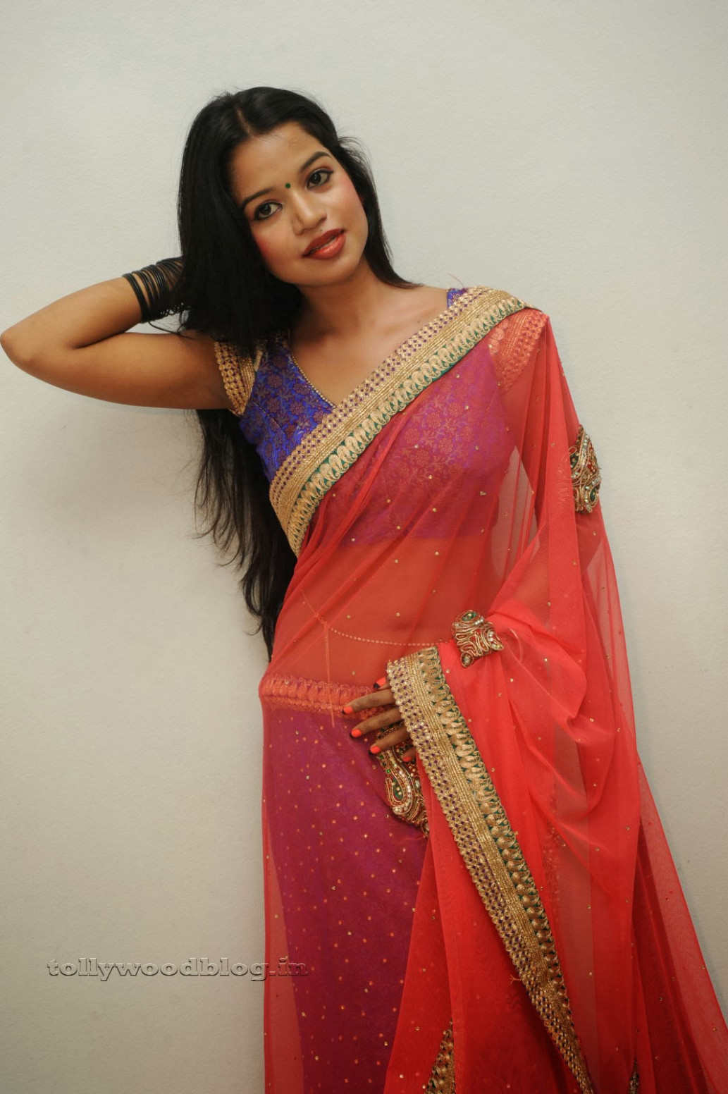 Dressing Below Navel Saree: Bhavya Sri Stunning Beauty in