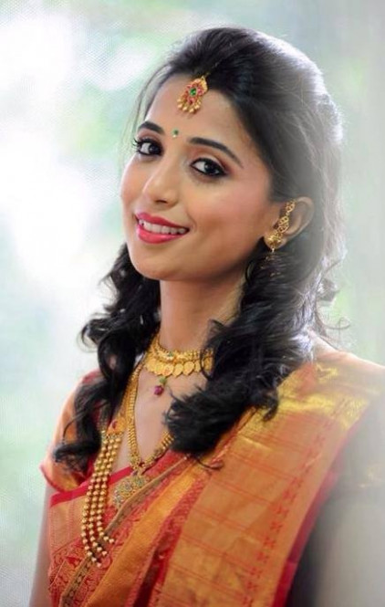 Easy Hairstyles For Sarees With Face Shape Guide - Saree