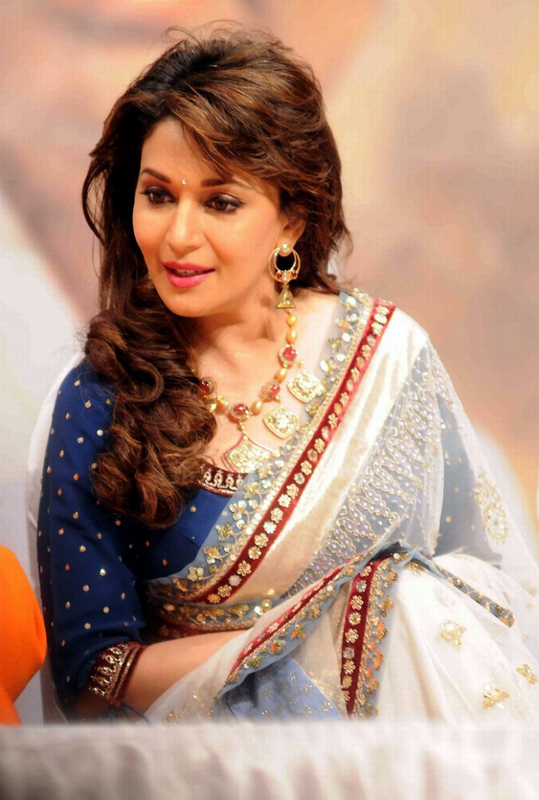 Fix up IQ: Madhuri dixit in white designer saree