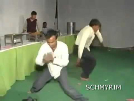 Funny indian guy dancing to dubstep - YouTube