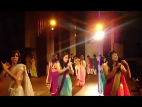 hot Indian college girls Saree dance - YouTube