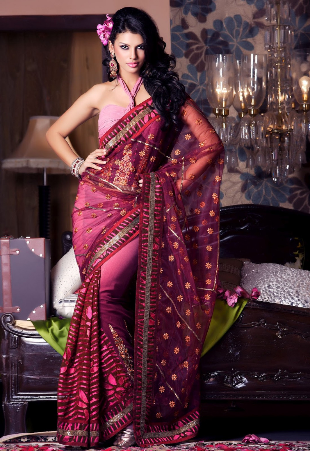 Hot model Stunning navel show in different sarees