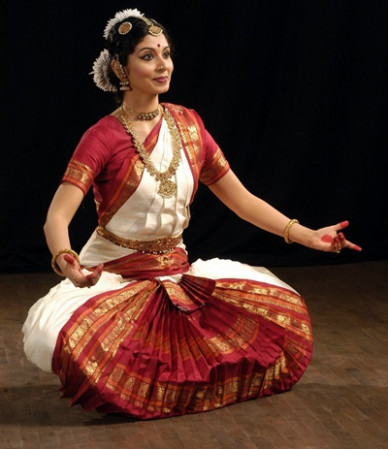 How do we differentiate between Kuchipudi and