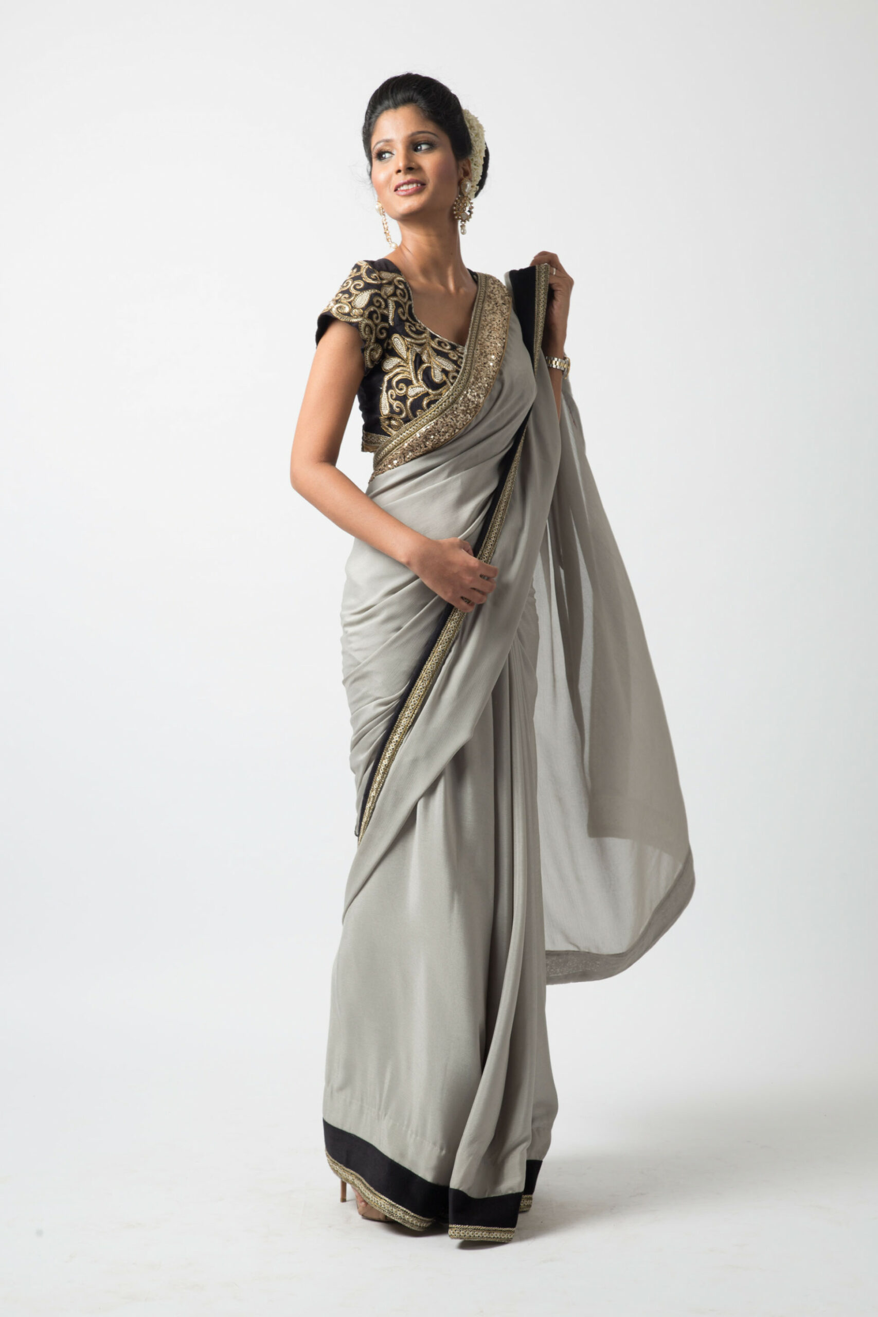 How to Get Designer Saree and Sherwanis on Rent – The
