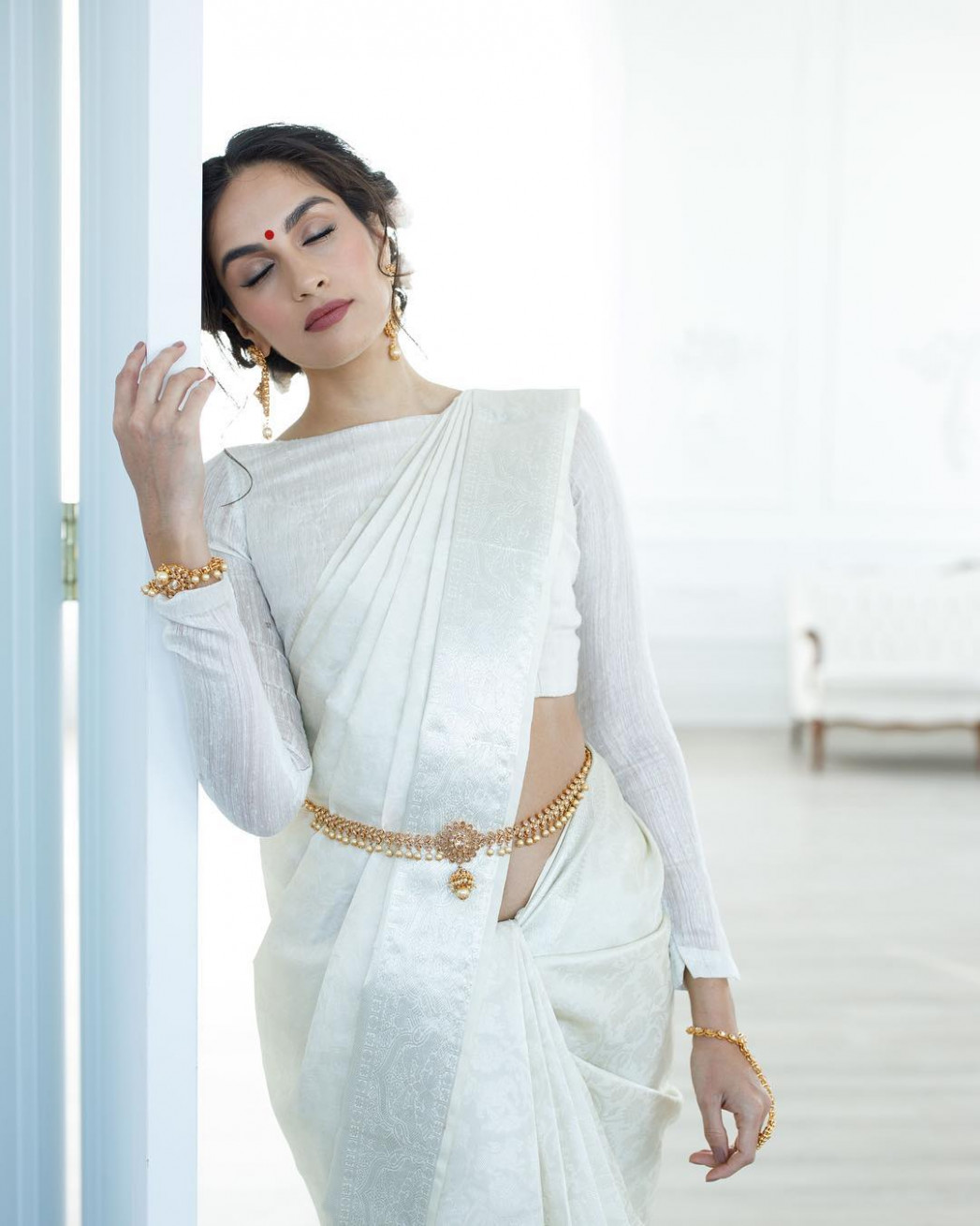 How To Nail An Off-White Silk Saree Look! • Keep Me Stylish