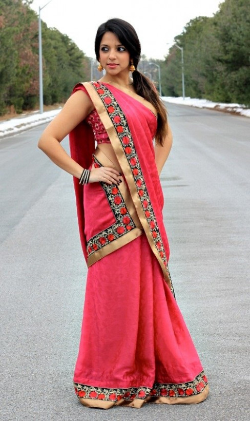 How to wear saree in different ways - Quora