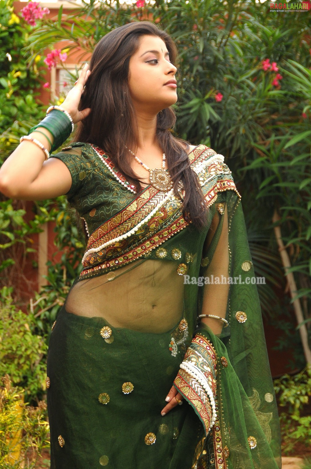INDIAN ACTRESS: Madhurima green transparent saree navel