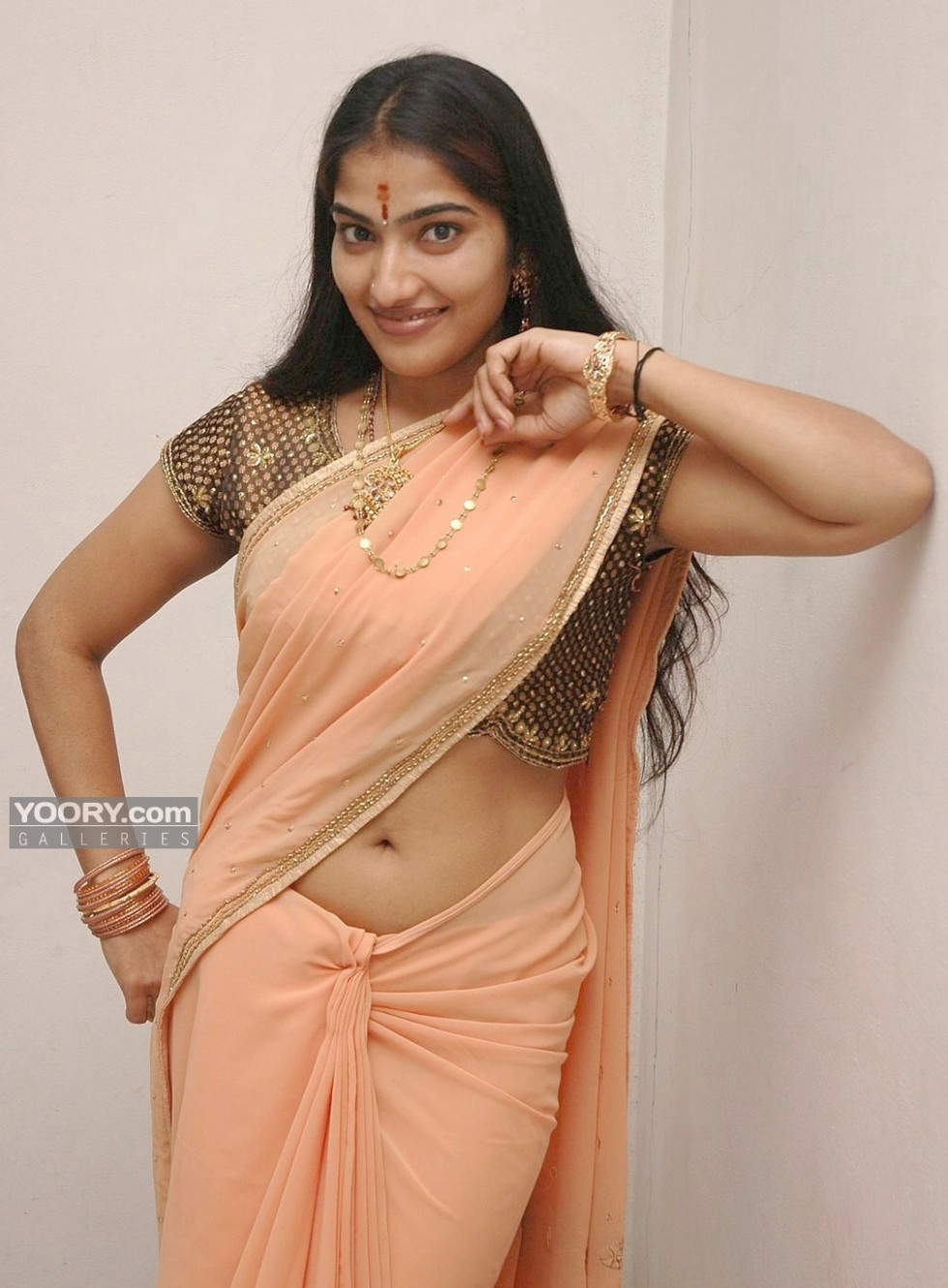 INDIAN ACTRESS: Prabhavallika transparent saree deep navel