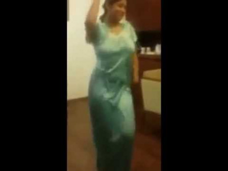 Indian Anty sexy dance - YouTube