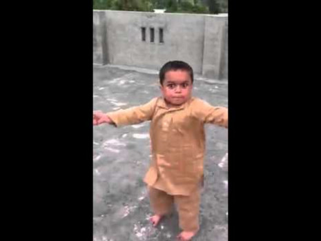 INDIAN KID DANCING - YouTube