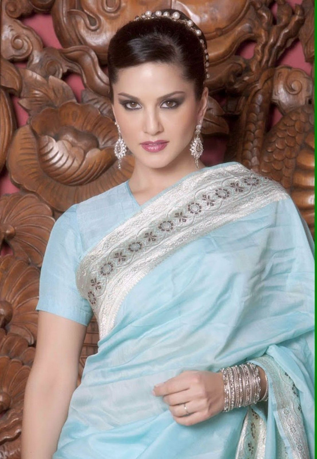 Kashmira Shah: Sunny Leone Looking Hot In Blue Saree