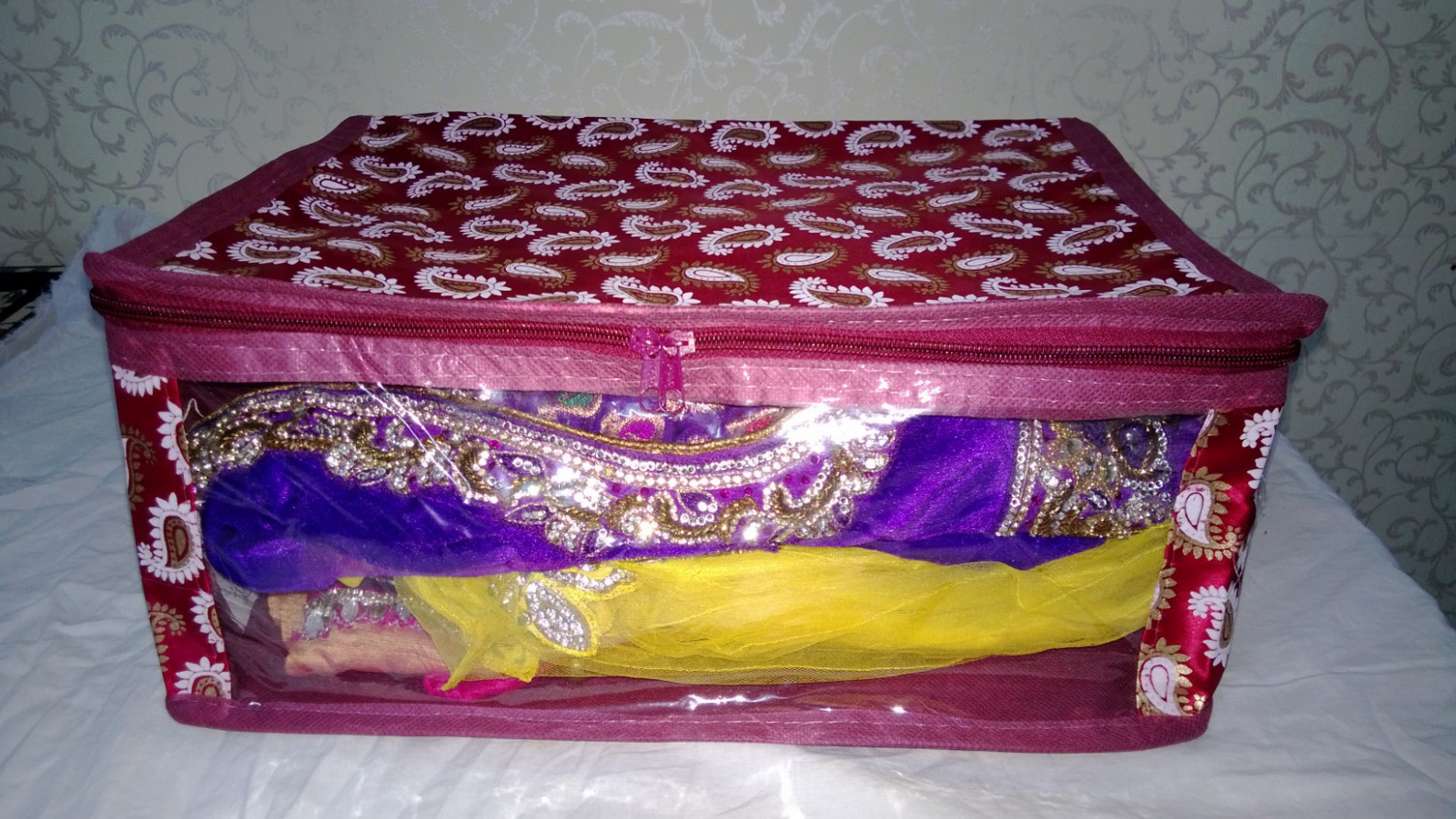 Online SAREE COVER / DRESS COVER MRP300/- 1pcs( storage