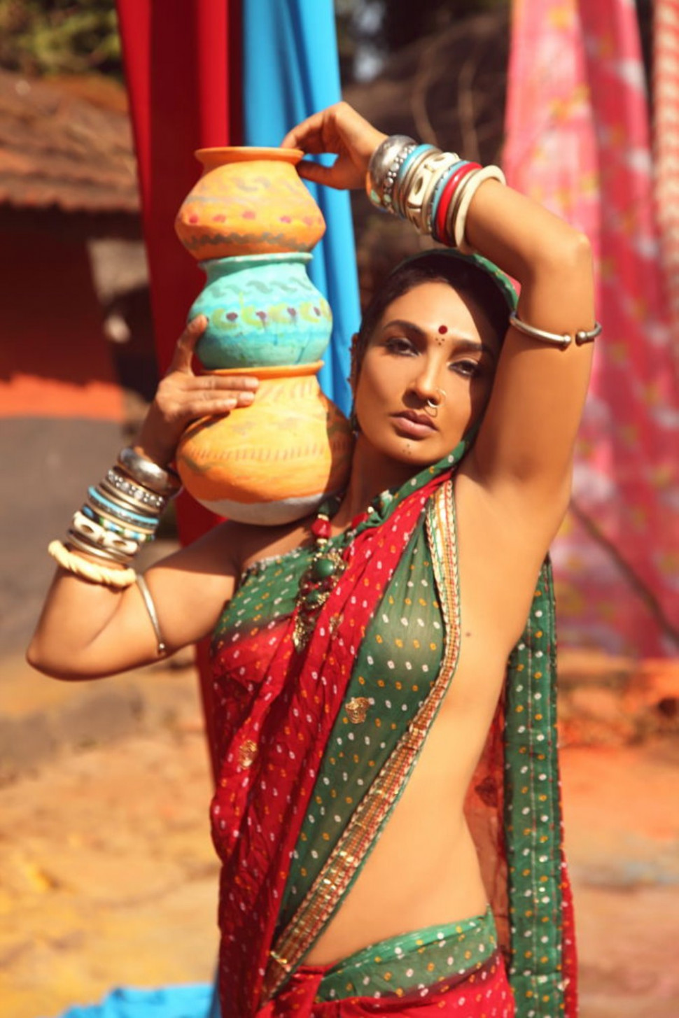 Ramya Sri Hot Without Blouse and Bra In Saree Photos - Hot