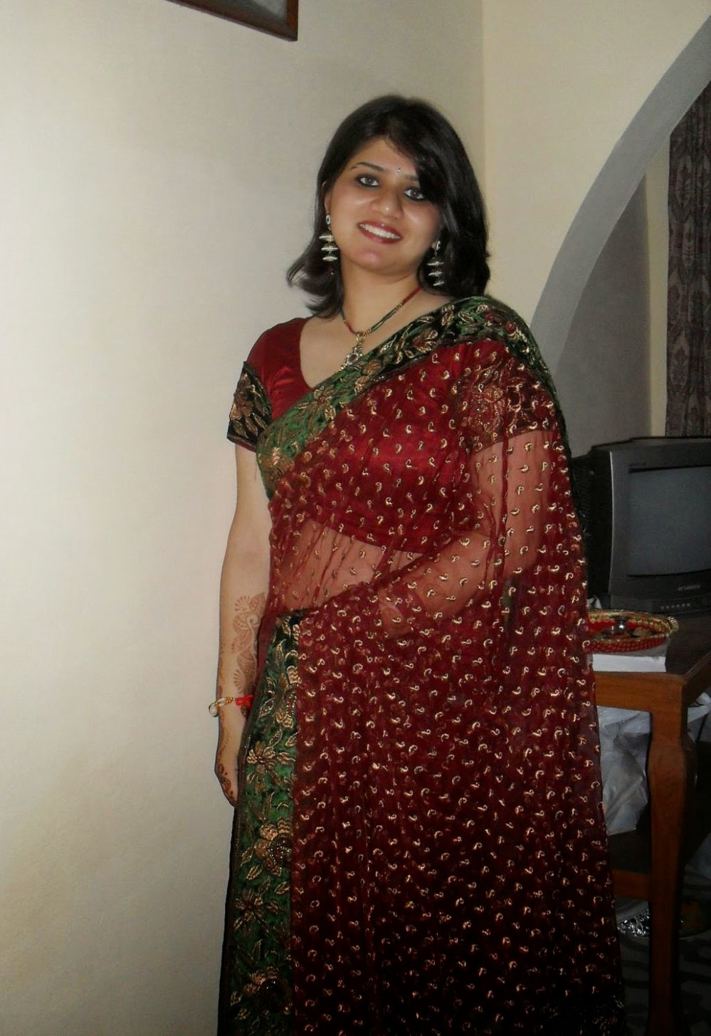 SabHot: Beautiful Indian Bhabhi In Saree