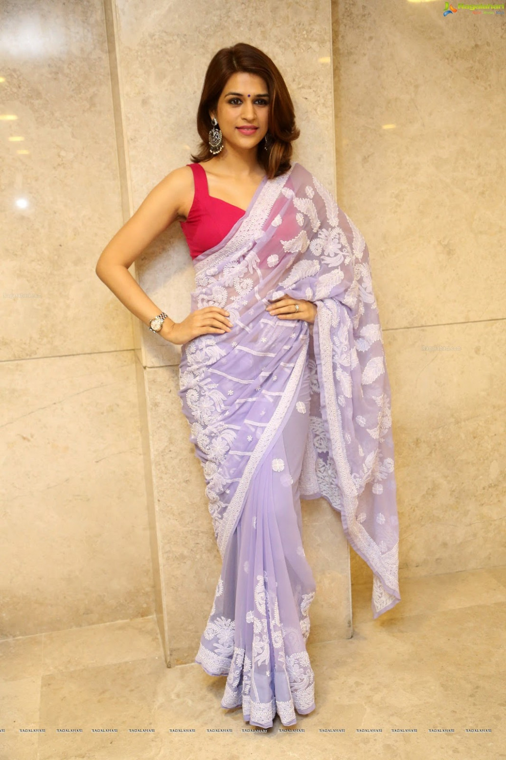 Saree Seduction: Shraddha Das in backless pink blouse and