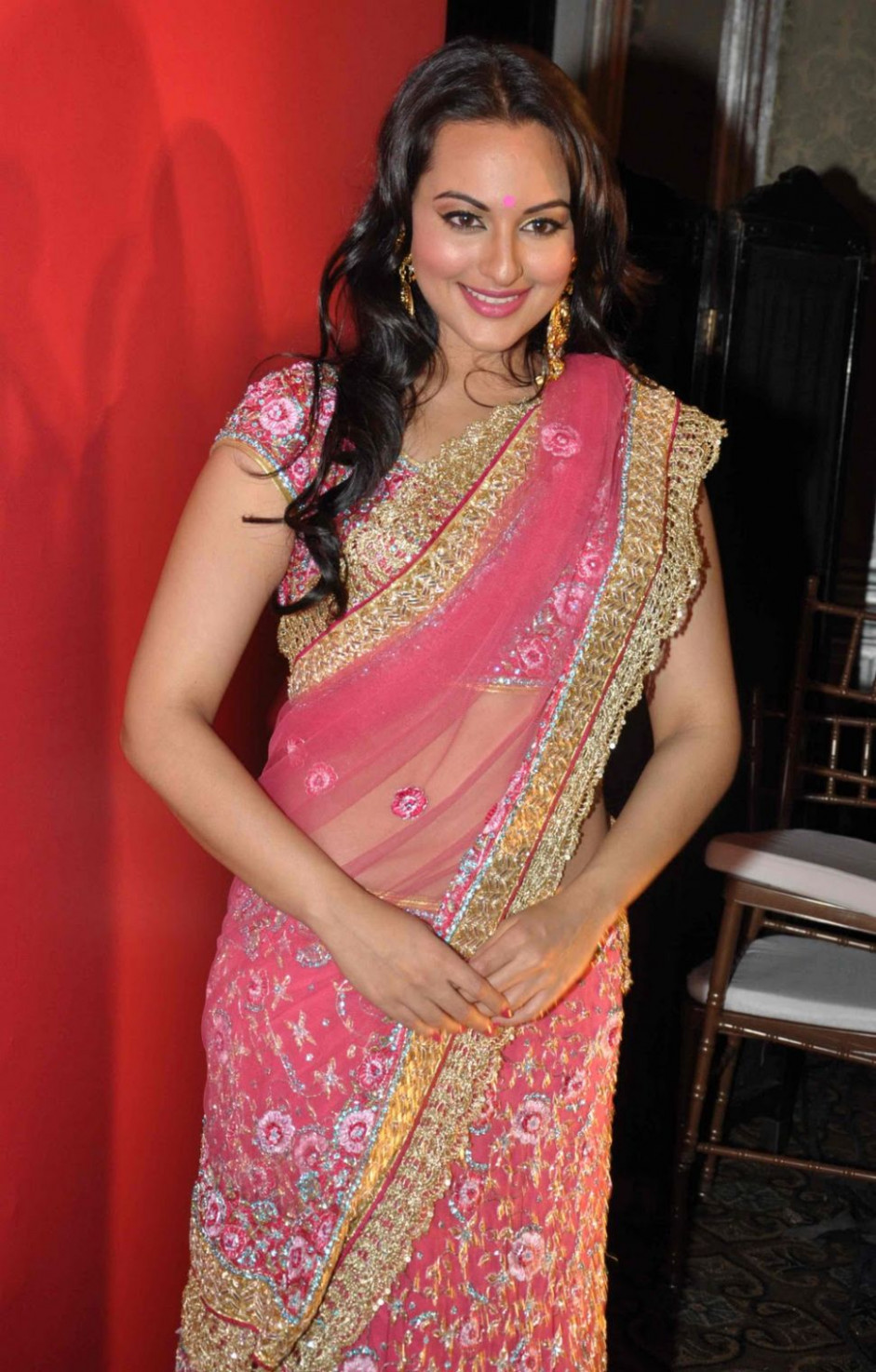 SHE FASHION CLUB: Bollywood Actress Ramp walk In saree