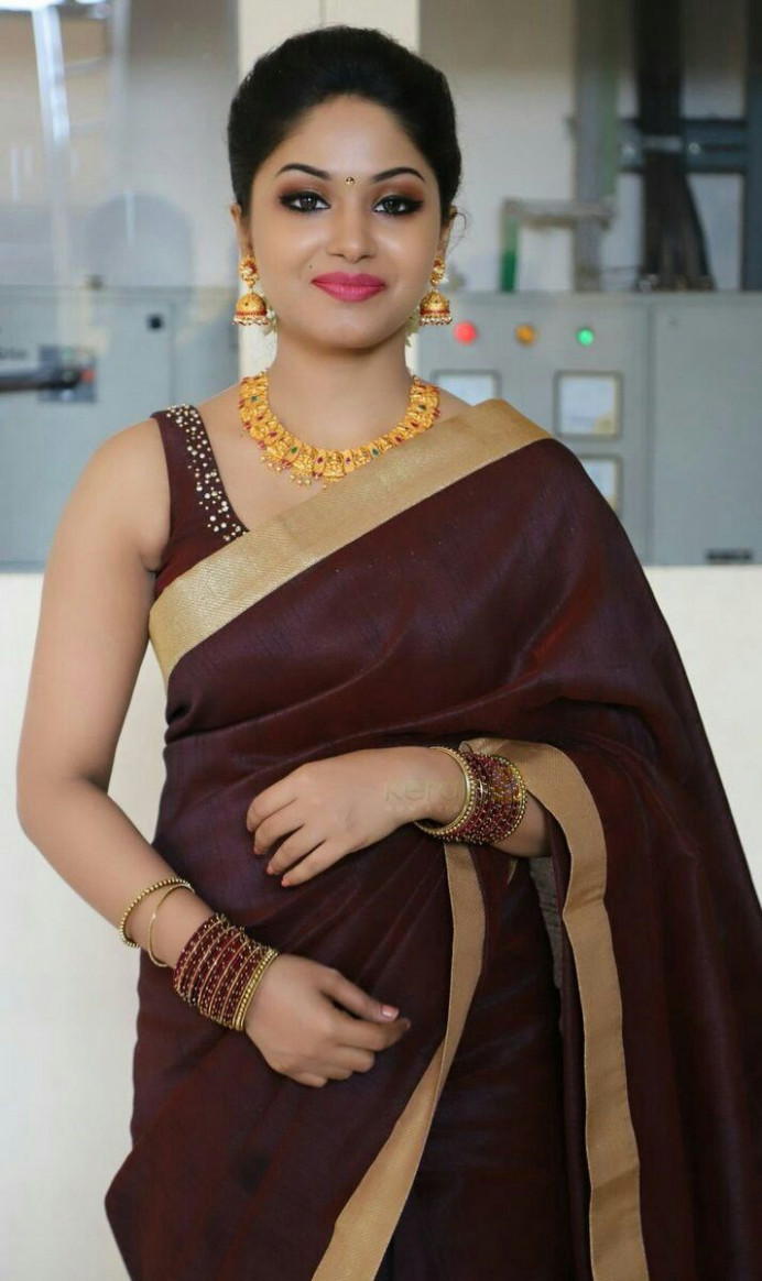Sleeveless Saree Blouse Gallery Photos  Actress Saree