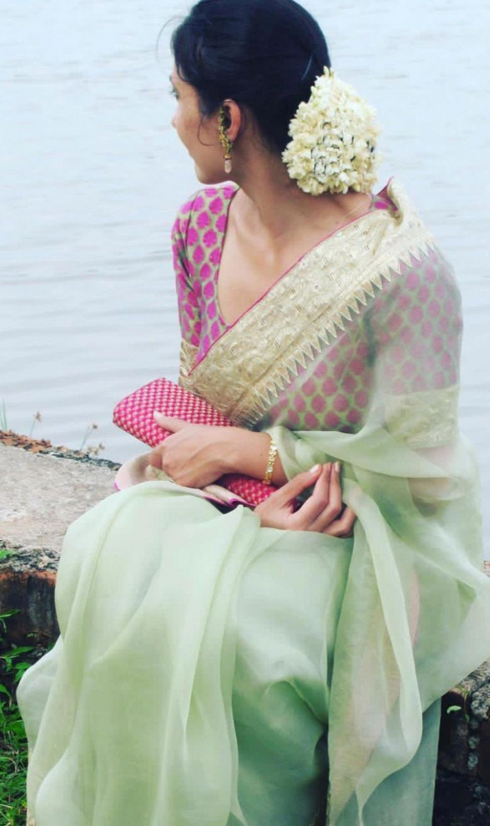 Sophisticated boat neck blouses with saree Read more about  - boat neck saree blouse