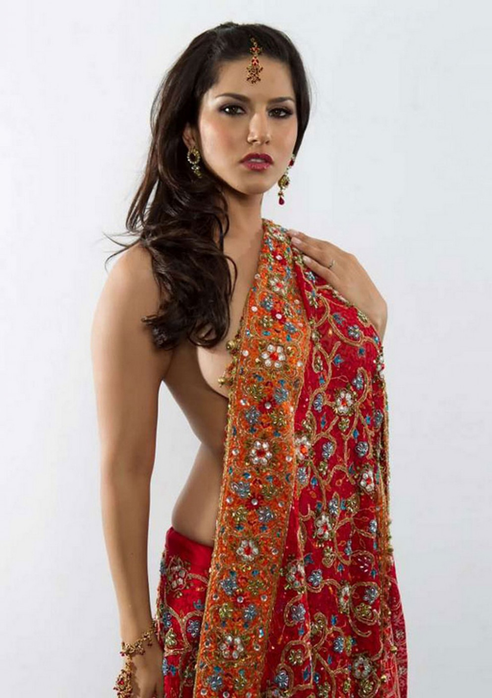 SUNNY LEONE IN RED SAREE HOT PHOTOSHOOT - BOLLYWOOD CHUCHPA