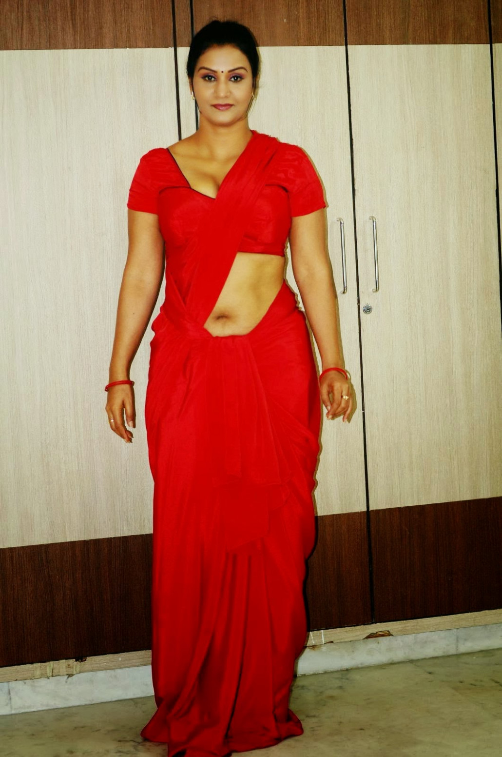 Supporting Actress Apoorva Low Hip Saree Below Navel